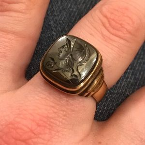 Solid 18k Vintage Hemetite Cameo Ring Size 8